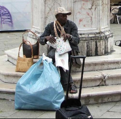 2823896-fake_handbags_street_sellers-venice